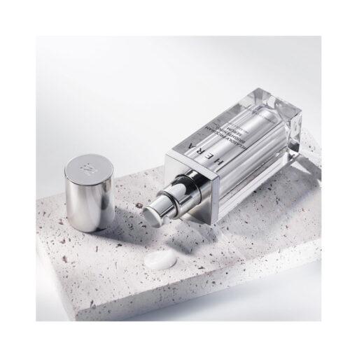 Hera-Melasolv-Program-Brightening-Serum-40ml-texture-mykbeauty